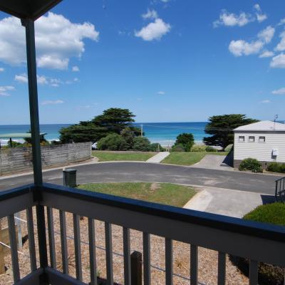 BIG4 Apollo Bay Pisces Spa Cabin Deck Views